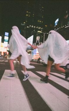 Cute Friend Pictures, Best Friend Pictures, Friend Pics, Ghost Photography, Fashion Photography, Photographie Indie, Best Friends Aesthetic, Shotting Photo, Ghost Photos
