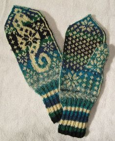"""This is a """"Selbu version"""" of my Hippocampus mittens, originally published in the Winter issue 2008 of The Inside Loop (now closed). Some people (from Selbu, which is a place in the middle of Norway, not far from Trondheim) have criticized Terri Shea's book about Selbu mittens, saying that not all of her mittens are """"real"""" Selbu mittens. Then the Norwegian publisher of the book announced a competition; they wanted knitters to send a photo of their best Selbu mittens. So I was inspired to…"""