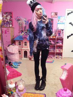Pastel goth look with Wolf sweatshirt - http://ninjacosmico.com/25-pastel-goth-looks-inspire/4/