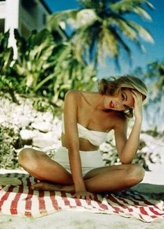 I wanna look like Grace Kelly! Whenever I think of her, I can't help but think of that song by MIKA!