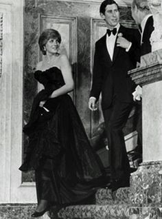 Lady Di made her first official appearance in 1981 dressed in -unexpected- black; by doing so she showed evidence of becoming the most fashion-conscious member of the royal family.