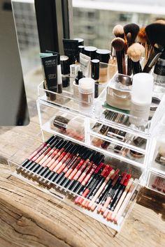 Clear Container armazenando cores de lábios
