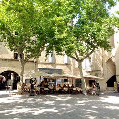 Market place Uzés, Provence
