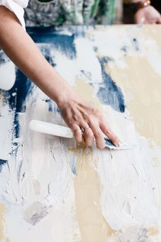 The Vault: Curated & Refined Wedding Inspiration - Style Me Pretty Annie Sloan Chalk Paint Techniques, Knife Painting, Painting Tips, Texture Painting, Art Texture, Artist At Work, Artist Art, Art Techniques, Home Studio Photography