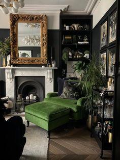 Dark Living Rooms, Home Living Room, Living Room Decor, Gothic Living Rooms, Dark Rooms, Dark Green Living Room, Living Room Vintage, Dark Green Rooms, Dark Bedroom Walls