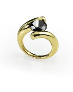 22 carat yellow gold and black diamond ring