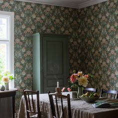 Coloured in a rich and vibrant palette, our Dahlia Garden wallpaper is the perfect pick for elegant interiors. Browse for wallpaper inspiration – order samples with a click! Green Wallpaper, Pattern Wallpaper, Dahlia, Boutique Deco, Inspirational Wallpapers, Interior Decorating, Interior Design, Rustic Style, William Morris