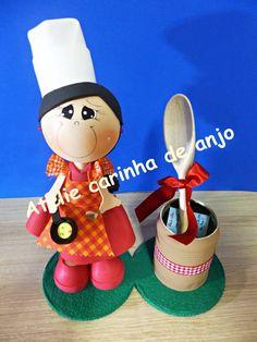 Boneca fofucha feita de EVA. Ideal para centro de mesa ou lembranca. R$ 30,00
