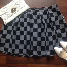 Skirt Cute plaid black and white skirt new never worn size 2X Forever 21 Skirts Mini