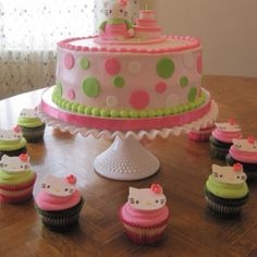 What a great cake for a 5-year-old girl!