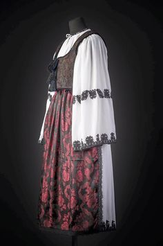 Folk Costume, Costumes, Romania People, Dream Dress, Traditional Outfits, Ethnic, Kimono Top, Country, Dresses