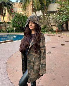 Anushka Sen Instagram Image   Anushka Sen Outfits   anushka hd image ❤️
