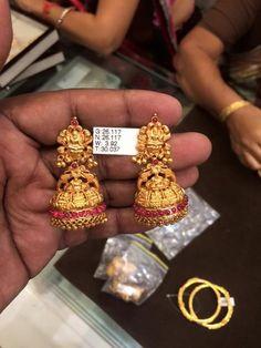 sankarabharanam old jhumkas Gold Jhumka Earrings, Jewelry Design Earrings, Gold Earrings Designs, Gold Jewellery Design, Gold Temple Jewellery, Real Gold Jewelry, Gold Jewelry Simple, India Jewelry, Antique Jewellery Designs