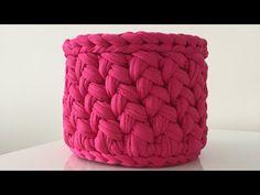 Round basket making with combed hair weave model Crochet Vase, Crochet Clutch, Crochet Cross, Knit Crochet, Crochet Patterns Amigurumi, Crochet Stitches, Crewel Embroidery, Crochet Patterns For Beginners, Crochet Videos