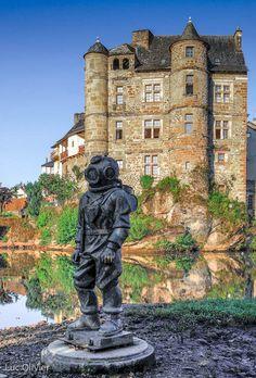 Aveyron - Le scaphandrier d'Espalion, au bord du Lot, sur le chemin de Compostelle