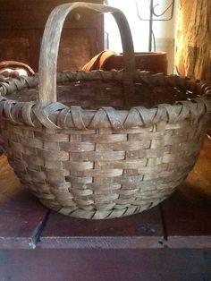 Early wood notch handle basket