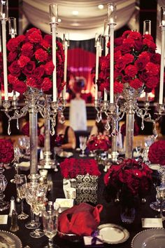 Black and red table setting, that's the damask i was saying with the pattern black and white in the middle of the table
