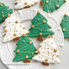 Christmas Tree Cookie Cutter, Cute Christmas Cookies, Christmas Snacks, Iced Cookies, Christmas Cooking, Christmas Goodies, Holiday Cookies, Holiday Baking, Christmas Desserts
