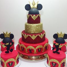 Créditos: @ateliermm Ideias para Festa Mickey Mouse Prince Birthday Theme, Mickey First Birthday, Mickey And Minnie Cake, Bolo Mickey, Minnie Mouse Birthday Cakes, Red Minnie Mouse, Mickey Cakes, Birthday Cake Girls, Prince Cake
