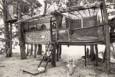 The residents of the camp came to Hawaii from as far as California, Florida, New York, Canada, and even Europe. | Stunning Vintage Photos Reveal Hawaii's Hippie Treehouse Community