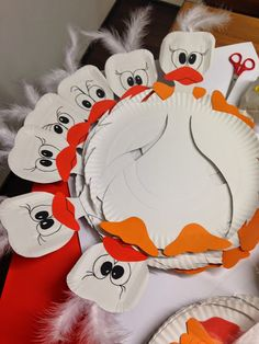 Paper Plate Crafts, Paper Plates, Classroom Decor, Handicraft, Origami, Disney Characters, Fictional Characters, Kindergarten, Techno