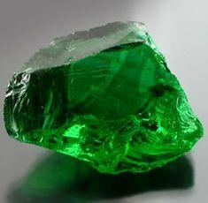Curiosidades sobre pedras e cristais, suas propriedades e indicações e um pouco de história.