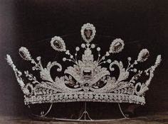 Boucheron - A Belle Epoque emerald and diamond tiara ordered at Boucheron in 1902 by Lady Paget, one of the first 'dollar princesses'. Source: Vincent Meylan, Boucheron, The Secret Archives Royal Crown Jewels, Royal Crowns, Royal Tiaras, Royal Jewelry, Tiaras And Crowns, Diamond Tiara, Emerald Diamond, Circlet, Diamond Are A Girls Best Friend