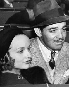 Clark Gable & Carole Lombard 👰🤵🏻 March 1939 Celebrating the marriage of Carole Lombard and Clark Gable which took place on March Hollywood Couples, Old Hollywood Glamour, Golden Age Of Hollywood, Vintage Hollywood, Hollywood Stars, Classic Hollywood, Carole Lombard, Classic Actresses, Actors & Actresses