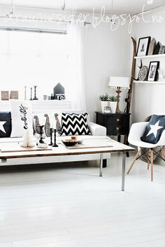 Living room in black, white, and wood by Draumesidene
