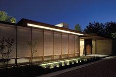 jardin moderne avec brise-vue en panneaux occultants métalliques