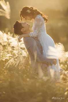 Pre Wedding Shoot Ideas, Pre Wedding Poses, Wedding Picture Poses, Wedding Couple Poses, Pre Wedding Photoshoot, Wedding Pictures, Korean Wedding Photography, Couple Photography Poses, Bridal Photography