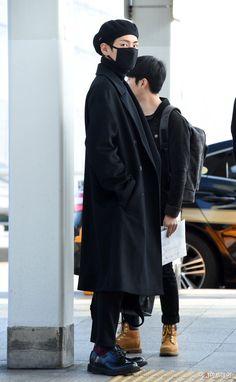 bts v kim taehyung K Pop, Bts Boys, Bts Bangtan Boy, Jimin, Taehyung Gucci, Kim Taehyung, Fanfiction, Bts Airport, Airport Style