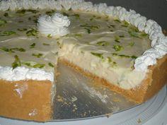 Torta de limão fica com um leve sabor azedinho ;) http://tvg.globo.com/receitas/torta-de-limao-50295b124d3885587b000092