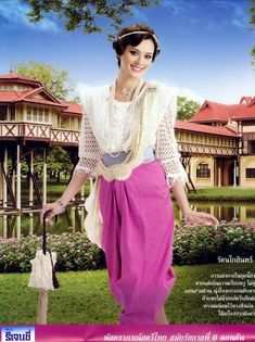 National Thai dress during the period of King Rama 6 Thai Traditional Dress, Traditional Outfits, Dress Outfits, Cool Outfits, Thai Wedding Dress, Thai Pattern, Thai Dress, Thai Style, Costume Dress