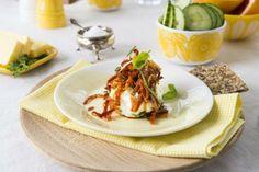 Posjerte basilikumegg med chorizo Poseposjerte egg blir både visuelt imponerende og får en delikat smak. Med denne metoden er det enda lette... Chorizo, Tacos, Mexican, Ethnic Recipes, Food, Meal, Essen, Hoods, Meals