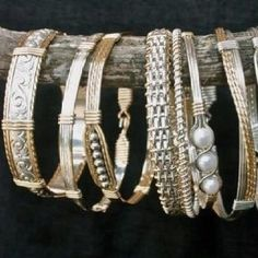Our favorite Ronaldo bracelets a - natural Photo by Mike Payne at More Than… Wire Wrapped Jewelry, Metal Jewelry, Beaded Jewelry, Handmade Jewelry, Woven Bracelets, Jewelry Bracelets, Bangles, Bangle Bracelet, Ronaldo Bracelet
