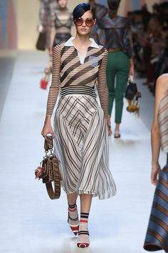 Fendi Spring 2018 Ready-to-Wear Collection Photos - Vogue Spring Summer 2018  8acb9ad9f4c