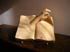 wood carving by Nino Orlandi....http://www.pinterest.com/laikhe/wood-carvings/