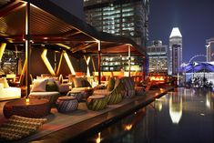 A tranquil oasis among the dazzling skyscrapers of Singapore, the rooftop bar at Naumi Hotel sits on the floor and comes with plush seating, a sparkling infinity pool, and fabulous vistas of Singapore's skyline. Rooftop Design, Rooftop Lounge, Rooftop Restaurant, Bar Lounge, Rooftop Terrace, Restaurant Design, Luxury Restaurant, Restaurant Lighting, Bar Piscina