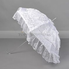 White lace is always the unchangeable fashion for wedding, whether for dresses or for accessory.