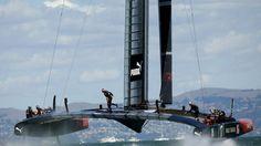 Skippé par James Spithill, le catamaran Oracle Team USA a atteint les 30-32 nœuds.