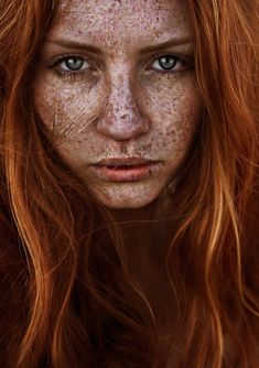 40 fascinating pictures of people with freckles sommersprossen, schönes ges Beautiful Freckles, Beautiful Red Hair, Gorgeous Redhead, Freckles Girl, Redheads Freckles, Red Hair Woman, Freckle Face, Close Up Portraits, Rose Gold Hair