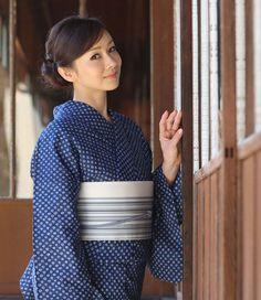Simple and feminine Kimono Japan, Yukata Kimono, Japanese Kimono, Japanese Girl, Geisha, Japanese Costume, Summer Kimono, Vogue, Sheer Beauty