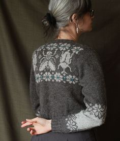 Crochet sweater pattern women fair isles Ideas for 2019 Knit Cardigan Pattern, Crochet Cardigan, Knit Crochet, Sweater Knitting Patterns, Fair Isle Knitting, Hand Knitting, Knitting Designs, Cardigans For Women, Pulls