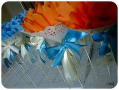 Craft crepe paper flowers with doily papers and ribbons as malay wedding souvenirs for guests. Malay Wedding, Paper Doilies, Crepe Paper Flowers, Ribbons, Arts And Crafts, Weddings, Create, Diy, Bias Tape
