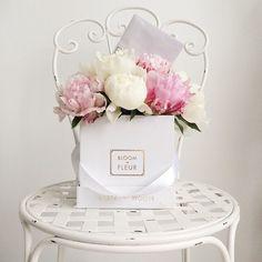 bloom de fleur -- flowers in hat boxes