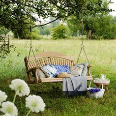 balancelle de jardin - le mobilier pour un patio merveilleux Swing seat Outdoor Spaces, Outdoor Living, Outdoor Decor, Outdoor Seating, Garden Photos, Garden Pictures, Country Life, Country Homes, Country Living