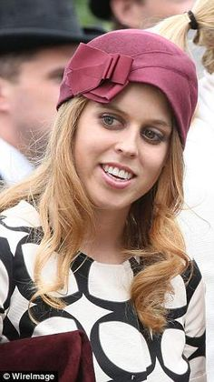 Princess Beatrice rocking a turban style at the The Derby Festival in Epsom in 2013. Princess Beatrice, Princess Kate, Elizabethan Fashion, Duchess Of York, Turban Style, Wedding Hats, Black And White Colour, British Royals, Fashion Beauty