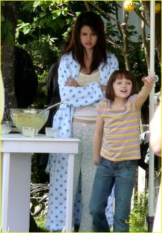 Selena Gomez as Beatrice (Beezus) Quimby, in Ramona and Beezus. Selena Gomez Fashion, Selena Gomez Style, Ramona Books, Ramona And Beezus, Justin Bieber And Selena, Barney & Friends, Celebrities Then And Now, Joey King, Kissing Booth