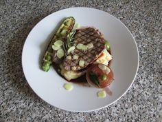 JHS /  Veau  grillè avec pommes de terre en purèe avec du citron, le poivre et les courgettes,oignon caramèlisès au vin rouge,sauce verte et gingembreGino D'Aquino